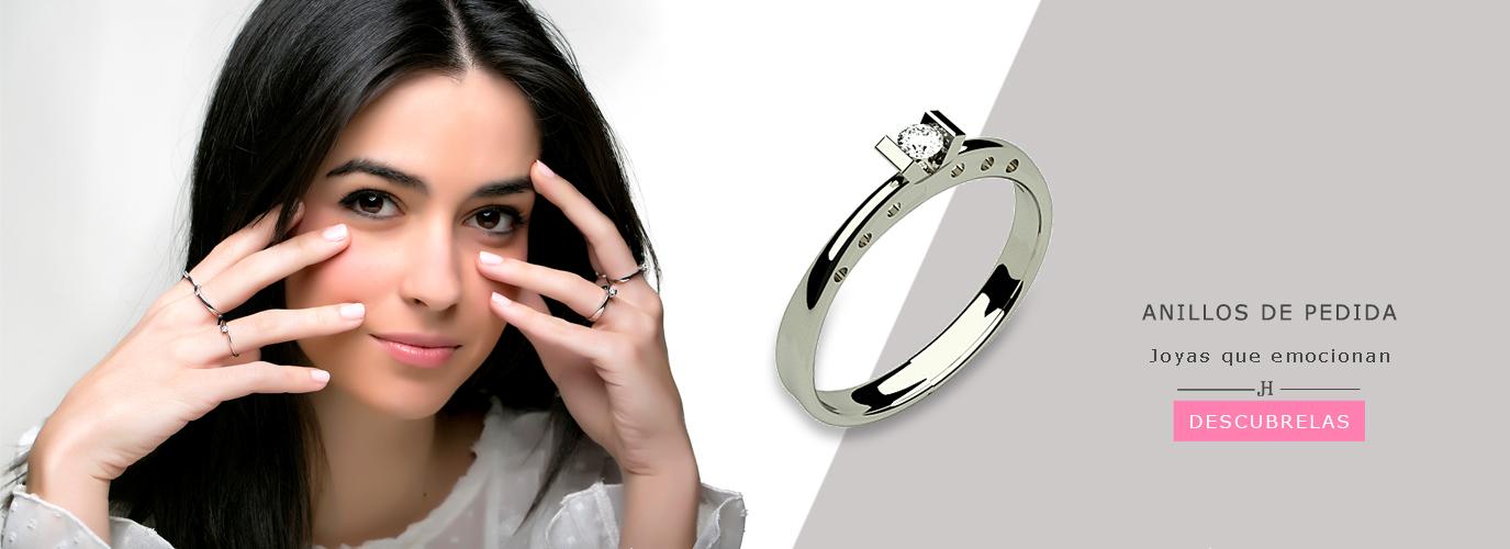 modelo con anillos de pedida hada